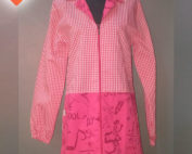 Bata profesora en color fucsia con adornos a la falda